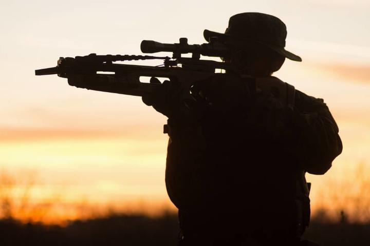 Zu den illegalen Waffen gehörten auch mehrere Armbrüste mit Laser-Zielerfassung (Symbolbild).