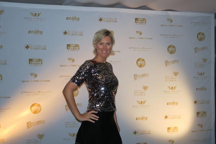 Moderatorin Kamilla Senjo zählte zu den ersten, die auf dem roten Teppich erschienen.