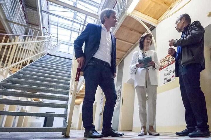 Erst vor wenigen Wochen hat Wissenschaftsministerin Eva-Maria Stange (60) das Gebäude besichtigt und mit den Vereinsmitgliedern gesprochen.