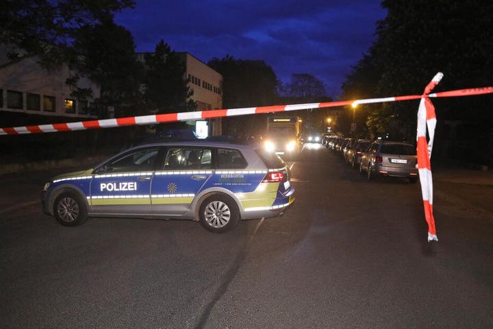 Die Straße wurde am Donnerstagabend abgesperrt.