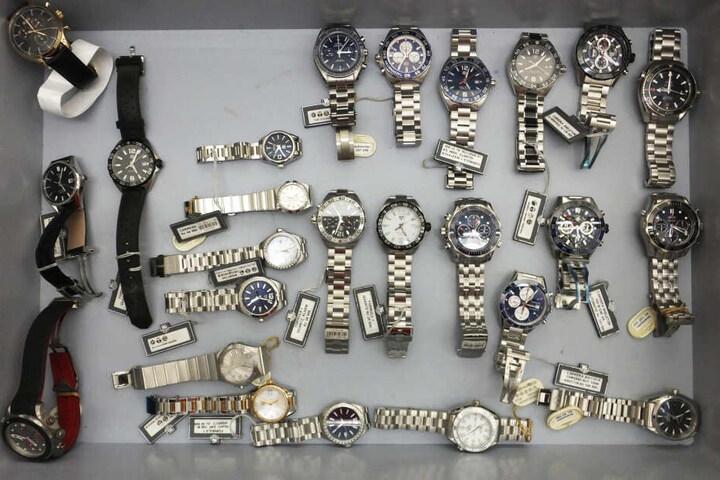 Diese Uhren fanden die Bundespolizisten bei den Ganoven.
