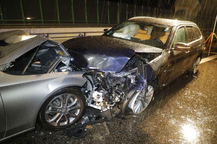 Der Mercedes (links) krachte dann auch noch in den BMW.