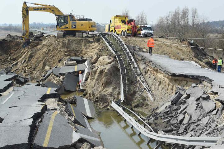 Der katastrophale Zustand der Autobahn nach dem Absacken – aufgenommen Mitte April.