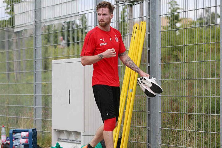 Der Pechvogel! Bryan Gaul riss sich Ende Juni bei seinem ersten Training in Zwickau bei einem Zusammenprall mit Ersatzkeeper Max Sprang Innenband und Meniskus, fiel sieben Monate aus.