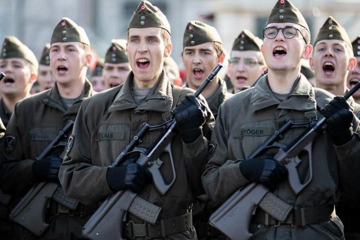 Über 1600 Soldaten waren 2018 bei ihrer Rekrutierung noch nicht Volljährig. (Symbolbild)