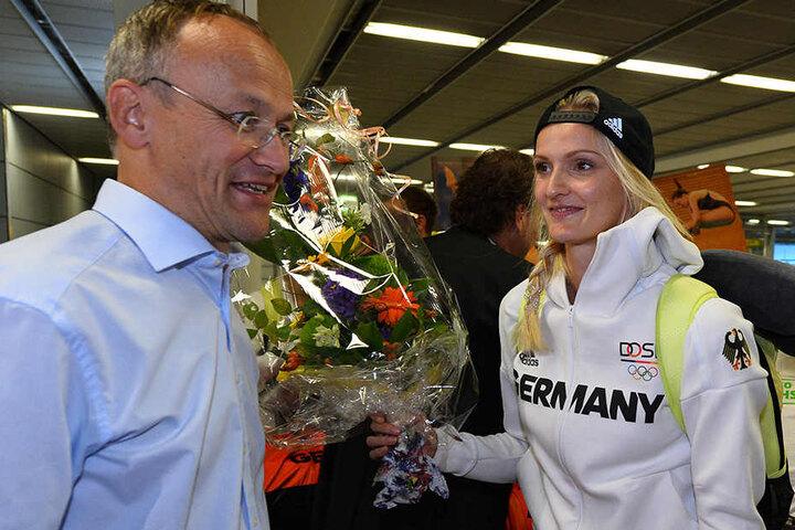 Dr. Peter Lames mit Dreispringerin Jenny Elbe vom Dresdner SC.