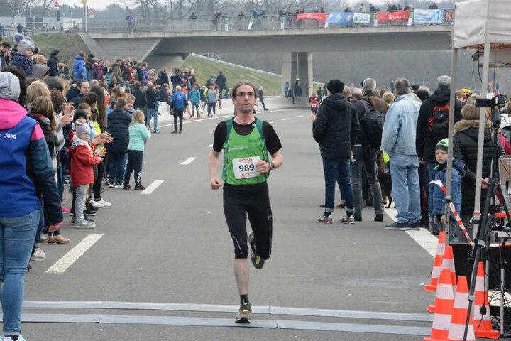 Nicht nur Läufer kamen, auch Zuschauer tummelten sich an der Strecke.