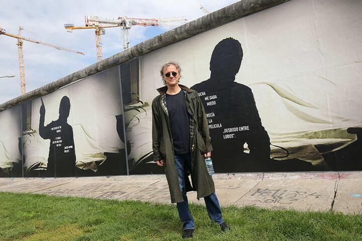 Der deutsch-amerikanische Künstler Stefan Roloff hat in der Ausstellung seine eigenen Beobachtungen mit aufgegriffen.