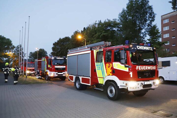 Im Heckert-Gebiet brannten in der Nacht insgesamt acht Tonnen.