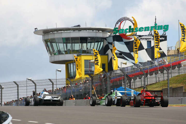 DDR-Rennwagen auf dem Sachsenring: Bald dröhnen wieder die historischen Motoren.