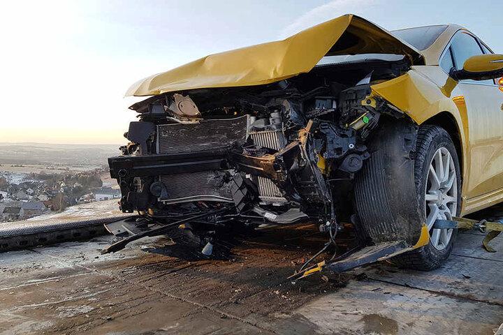 Der Kia war nach dem Unfall nicht mehr fahrbereit und musste abgeschleppt werden.