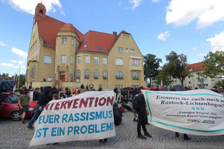 Am Heidenauer Rathaus erfolgte eine Zwischenkundgebung der Linken.