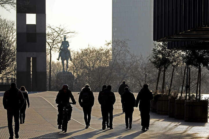 Viele Kölner gingen zu Fuß zur Arbeit oder stiegen auf das Rad.