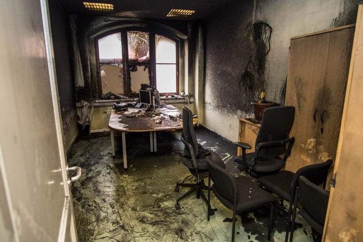 Ein völlig demoliertes Büro im Haus des Jugendrechts. Im Januar hatten bislang nicht ermittelte Täter einen Brandanschlag auf das von Polizei, Staatsanwaltschaft und Jugendgerichtshilfe genutzte Behördengebäude verübt.