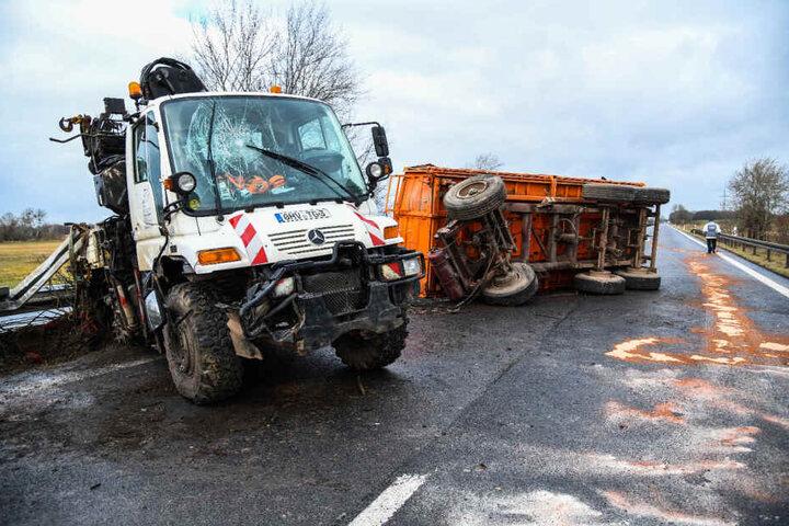 Die Autobahn musste für die Räumungsarbeiten voll gesperrt werden.
