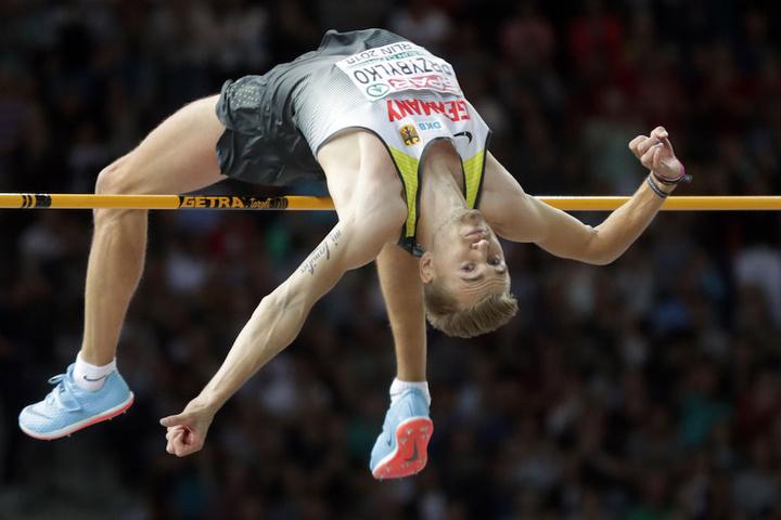 Die Latte blieb auch bei 2,35 Metern liegen, der Leverkusener ist Europameister.