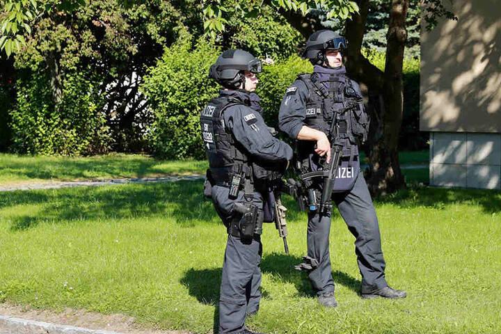 Die Polizei suchte nach dem Mann mit zahlreichen Beamten, einem Spürhund sowie einem Polizeihubschrauber.