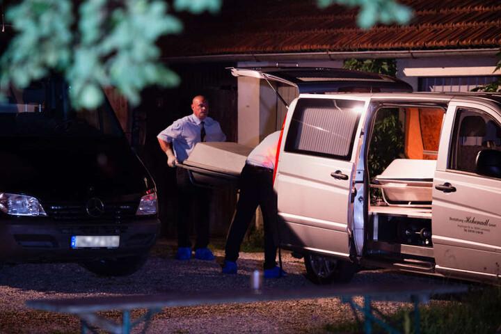 Bei einem Gewaltverbrechen sind am oberbayerischen Ammersee eine Frau und ihr sieben Jahre alter Sohn getötet worden.