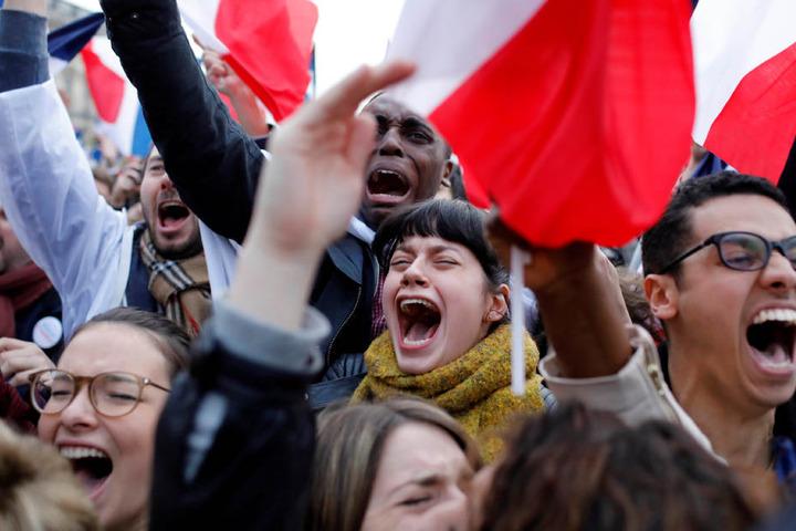 Macrons Anhänger jubeln in Paris.