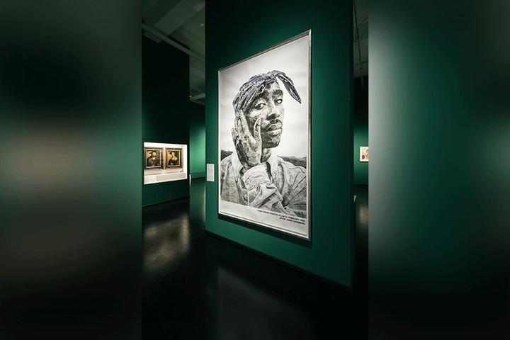 """Künstler Marcel Odenbach bereitete der Rap-Ikone mit seinem Bild """"Tupac"""" ein Andenken."""