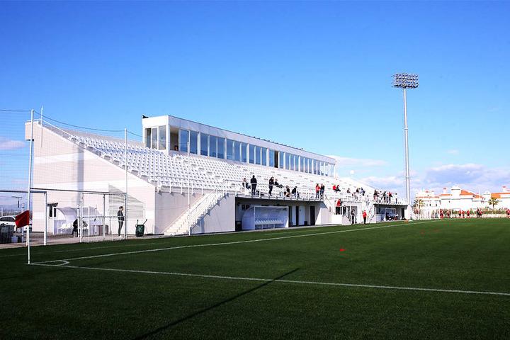 Der piekfeine Trainingsplatz liegt direkt neben der Hotelanlage, lange Wege bleiben den FCE-Kickern also erspart.