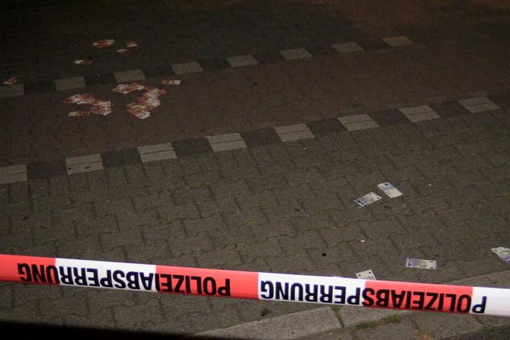 Auf der Straße lag in der Nacht noch Geld auf der Straße rum.