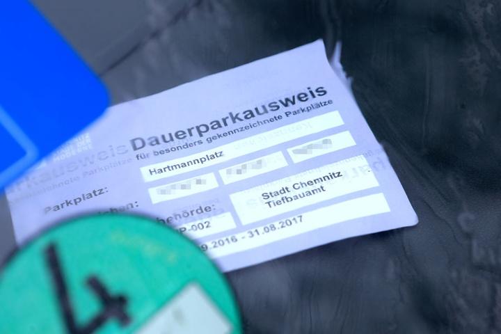 Alle sollen fürs Parken zahlen, nur die Stadträte sind gleicher als die anderen. Die haben kostenlose Stellplätze am Hartmannplatz.