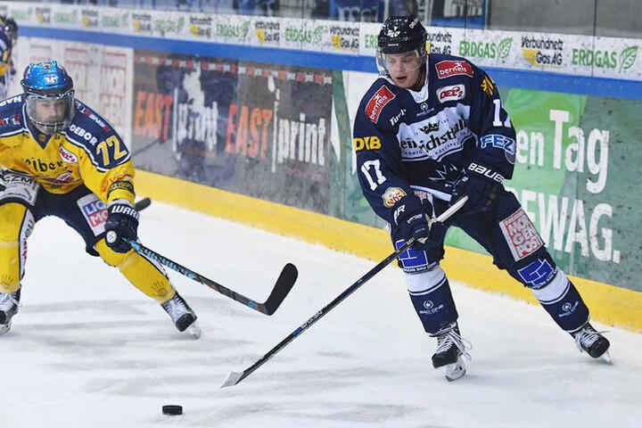 Sorgt für den Ausgleich zum 2:2 - Martin Davidek (rechts).