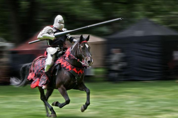Ein Mittelaltermarkt mit richtigen Rittern wird euch hier geboten. (Symbolbild)
