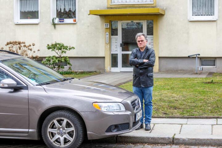 Das Vergehen: Der Servicetechniker parkte seinen Wagen an der Liliengasse in Dresden vorm Wohnhaus seines Vaters, um ihm den beschwerlichen Weg so kurz wie möglich zu machen.
