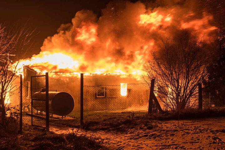 Das Wohnheim  für sozial Benachteiligte stand komplett in Flammen.