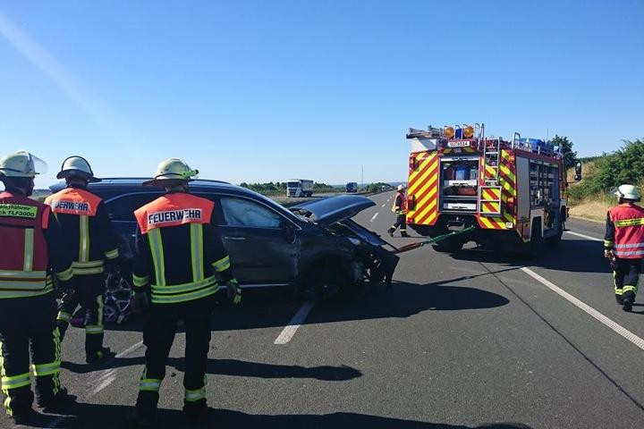 Die Feuerwehr schleppte die Fahrzeuge von der Autobahn.