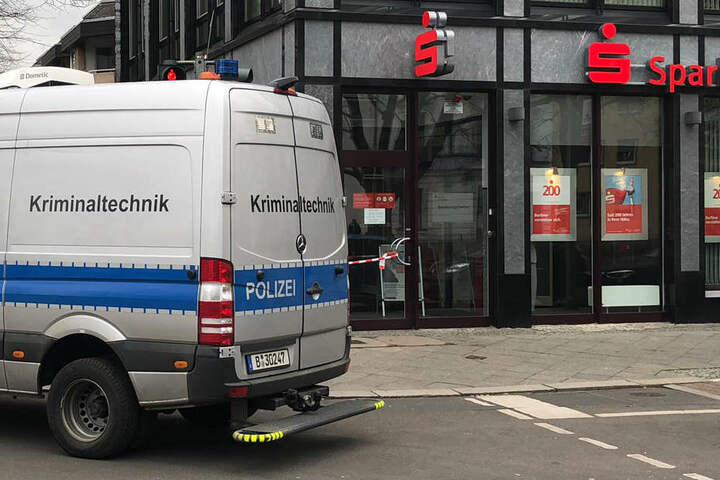 Die Sparkassen-Filiale in der Cunostraße Ecke Breite Straße.