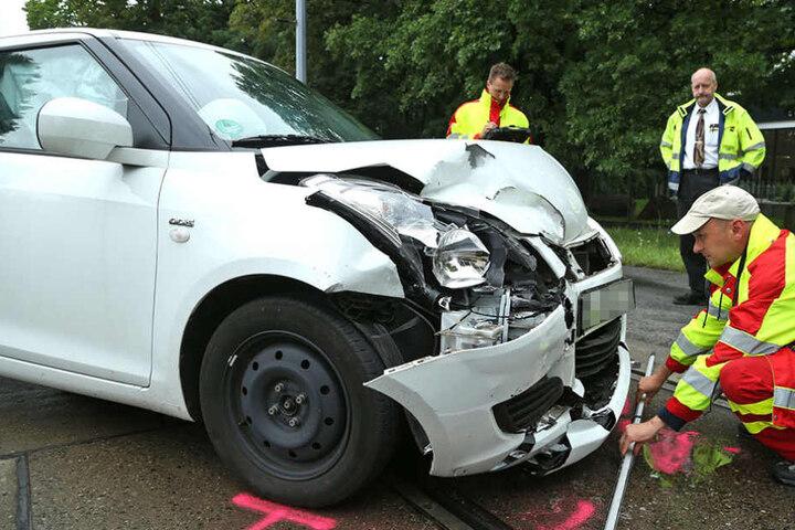 Alle drei Insassen der beiden Wagen wurden verletzt.