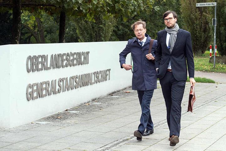 Der frühere Vorstandsvorsitzende der Arcandor AG, Thomas Middelhoff (li.)  kommt in Begleitung seines Anwalts Udo Wackernagel zum Oberlandesgericht.
