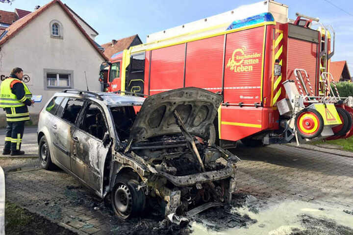 Der Brand entstand direkt neben der Feuerwehr in Cotta.