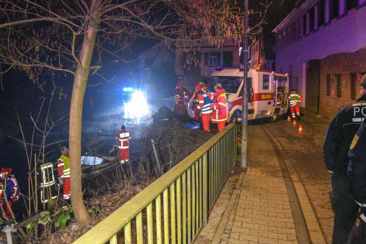 Polizei und Rettungskräfte im Großeinsatz.