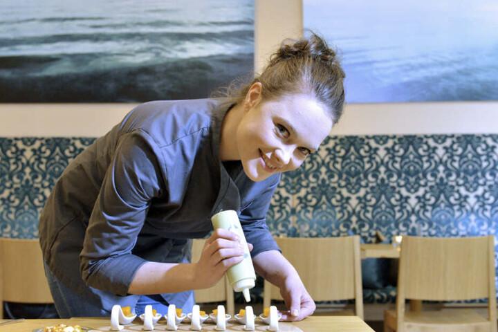"""Auch 2020 bei den Kochsternstunden dabei: Verena Leister und ihre kulinarische Löffelkunst vom Pop-up-Restaurant """"Flavour Blast""""."""