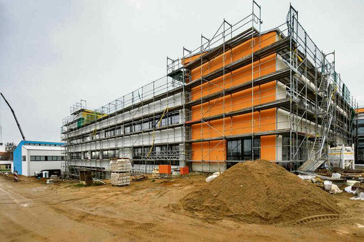 Das neue Gymnasium in Wilsdruff sollte längst fertig gebaut sein.