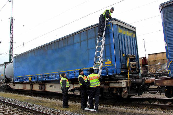 Die Züge kamen aus Verona und wurden in Rosenheim für die Kontrolle gestoppt.