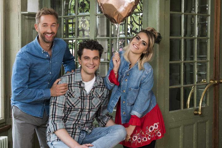 Bloggerin Sarah Mangione (27), Comedian Lutz van der Horst (42) und Moderator Daniel Boschmann (37) präsentieren die Single-Show.