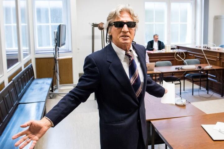 Den Gerichtssaal sah der 71-Jährige als seine Bühne an.