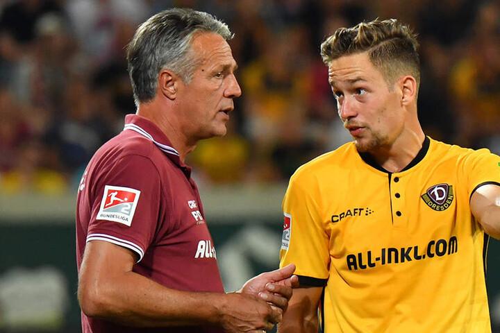 Trainer Uwe Neuhaus (l.) vertraut seinem Abwehrchef Jannik Müller. Er setzt dessen Anweisungen um.