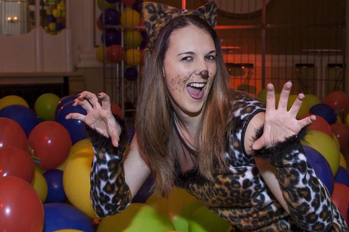 """Klara Simkova (24, Serviceassistentin) aus Dresden als Leopard beim Fasching im Parkhotel Dresden. """"Ich komme aus Tschechien. Da gibt es so etwas wie hier kaum. Ich will hier richtig Fasching feiern."""""""