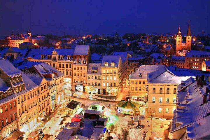 Klein aber fein fügt sich der Weihnachtsmarkt in das Altenburger Stadtbild ein.