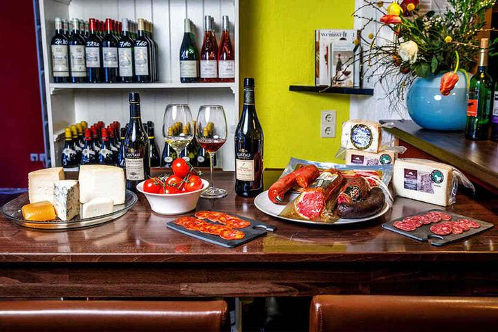 Lecker! Sherry, Käse von der Payoya-Ziege, Wurst u.a. vom freilaufenden Iberico-Schwein und luftgetrocknete Lende ...