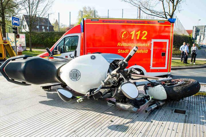 Der Biker musste schwer verletzt ins Krankenhaus gebracht werden.