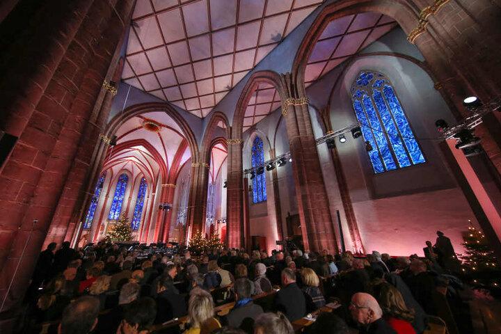 Die Marke zeigt einen Ausschnitt aus einem Kirchenfenster von Marc Chagall in St. Stephan in Mainz.