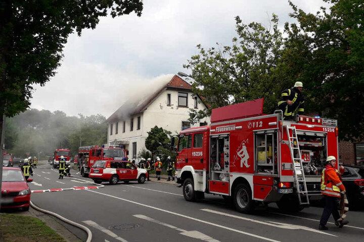 Die Feuerwehr rückte mit einem Großaufgebot zum Einsatzort an.