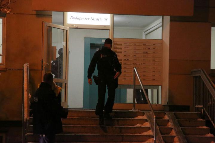 Auch in der Budapester Straße durchsuchten die Beamten Wohnungen.